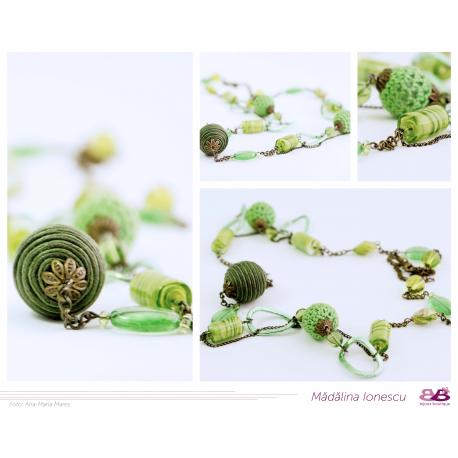 Colier vintage verde cu elemente textile